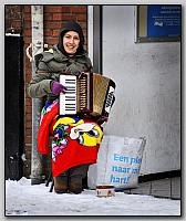 J008097 Winter 2009, straatmuzikant.